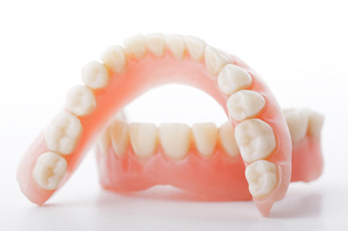 A Brief Guide To Dentures (infographic)